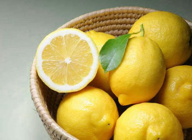 Crema ácida con extracto de limón (ácido cítrico)