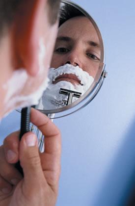 La crema ácida ejerce una efectiva acción anti-irritante después del afeitado.