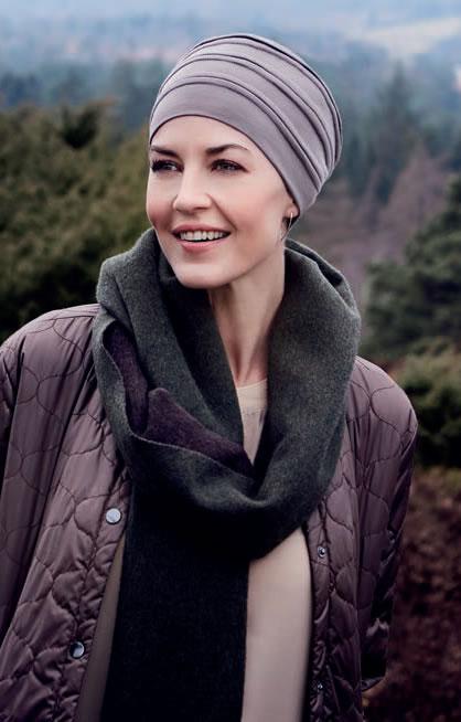 Turbante Bea con 37.5 Technology de Christine Headwear especialmente diseñado para mujeres en tratamiento de quimioterapia